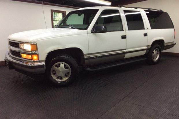 Autotrader Find: 1998 Chevy Suburban With 414,000 Miles for $995 featured image large thumb0