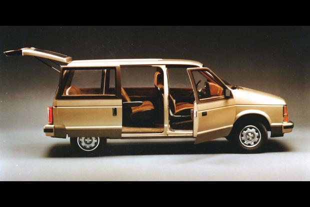 Why Did It Take Minivans a Decade to Get Dual Sliding Doors? featured image large thumb0