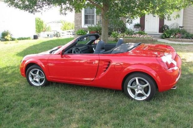 Why Don't We See Toyota MR2 Spyders Anymore? featured image large thumb0