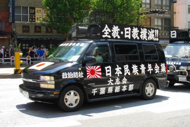 The Chevy Astro Had a Cult Following in Japan featured image large thumb0