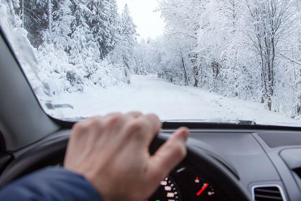 Here's an Absurd Winter Driving Myth You Shouldn't Believe featured image large thumb0