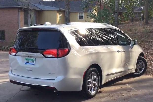 2017 Chrysler Pacifica: Stow 'n Vac - Video featured image large thumb1