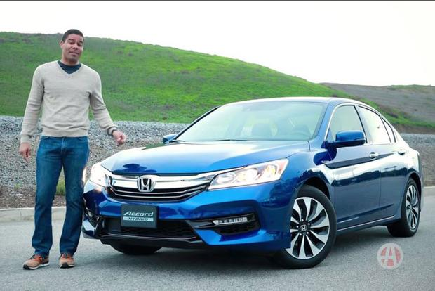2017 Honda Accord Hybrid: 5 Reasons to Buy - Video featured image large thumb1