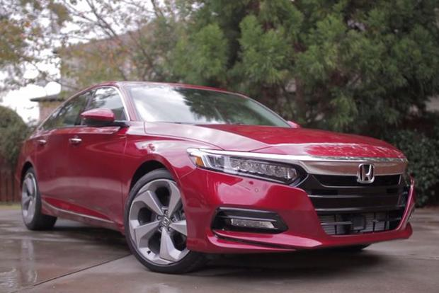 Video | 5 Cool Things About the 2018 Honda Accord featured image large thumb1