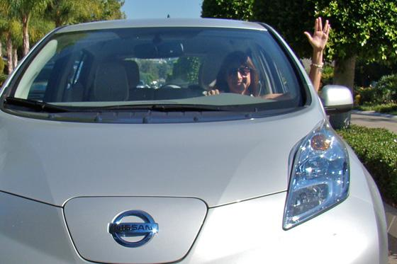2011 Nissan Leaf: Questioning the Logic of the Leaf Salute featured image large thumb0