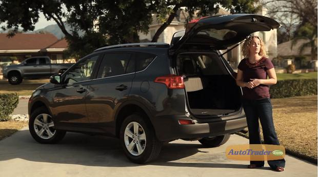 Does the 2013 Toyota RAV4 still have a rear door that swings out? featured image large thumb1