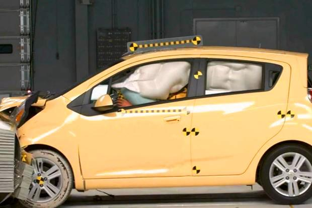 Crash Test Ratings: What's the Difference Between IIHS and NHTSA? featured image large thumb0