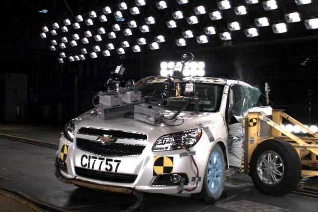 Iihs Safety Ratings >> Crash Test Ratings What S Included In An Iihs Rating Autotrader
