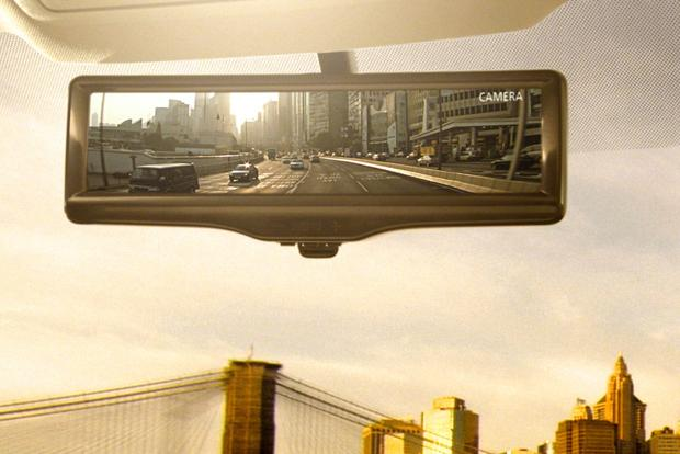 Nissan Smart Rearview Mirror Gives Drivers an Extra Set of Eyes featured image large thumb0