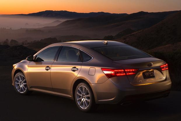 2015 Toyota Avalon vs. 2015 Kia Cadenza: Which Is Better? featured image large thumb11
