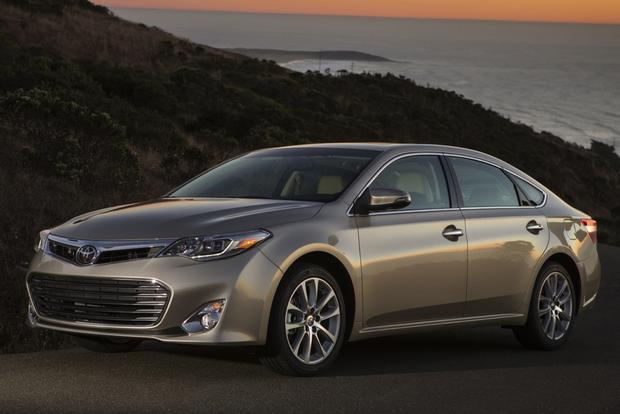 2015 Toyota Avalon vs. 2015 Kia Cadenza: Which Is Better? featured image large thumb0