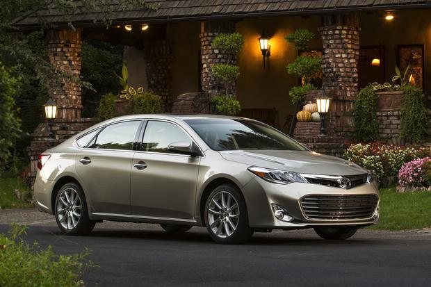 2015 Toyota Avalon vs. 2015 Kia Cadenza: Which Is Better? featured image large thumb3
