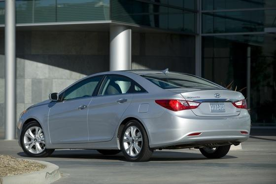Hyundai Sonata Beats Toyota and Honda for Most Searched featured image large thumb6
