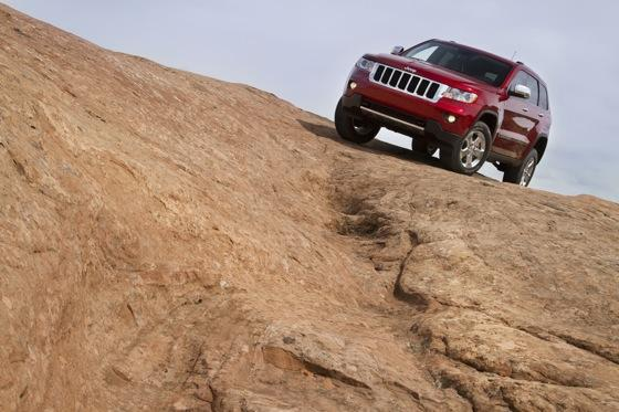 Grand Cherokee's Top Safety Pick Shows Chrysler's Improvement featured image large thumb1