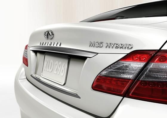 The 2012 Infiniti M35h: A Hybrid With An Edge featured image large thumb2