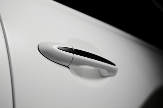 Jag-u-ar is Still Daring and Dashing at 75: Introducing the Jaguar XJ75 featured image large thumb10