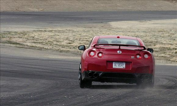 Review: 2009 Nissan GT-R featured image large thumb2