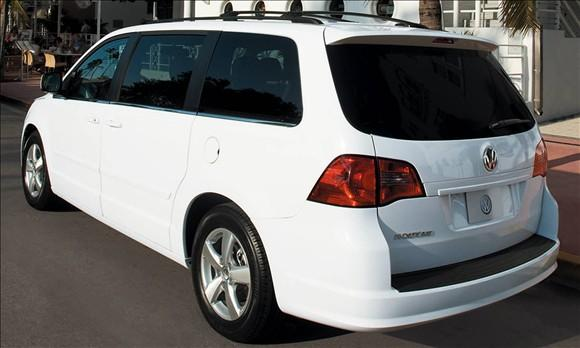 Review: 2009 Volkswagen Routan featured image large thumb2