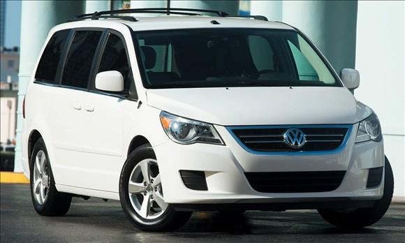 Review: 2009 Volkswagen Routan featured image large thumb5