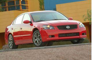 2005 Nissan Altima SE-R featured image large thumb0