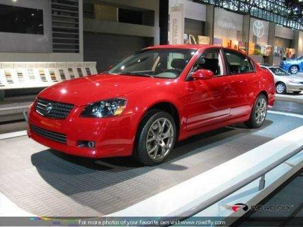 2005 Nissan Altima SE-R featured image large thumb4