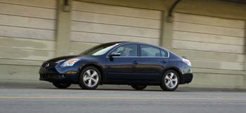 2009 Nissan Altima SE featured image large thumb0