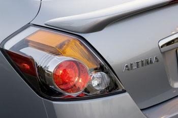 2009 Nissan Altima SE featured image large thumb3