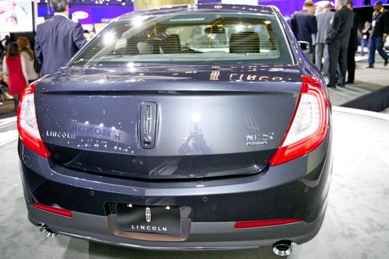 2012 Lincoln MKS - LA Auto Show - Image Gallery featured image large thumb3
