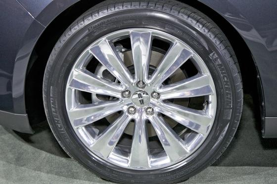2012 Lincoln MKS - LA Auto Show - Image Gallery featured image large thumb4
