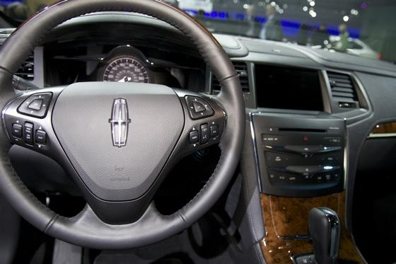 2012 Lincoln MKS - LA Auto Show - Image Gallery featured image large thumb7