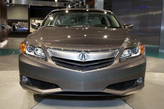 2013 Acura ILX: Chicago Auto Show featured image large thumb1