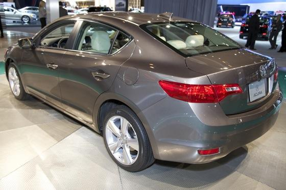 2013 Acura ILX: Chicago Auto Show featured image large thumb3