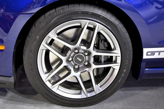 2013 Ford Shelby GT500: Chicago Auto Show featured image large thumb9