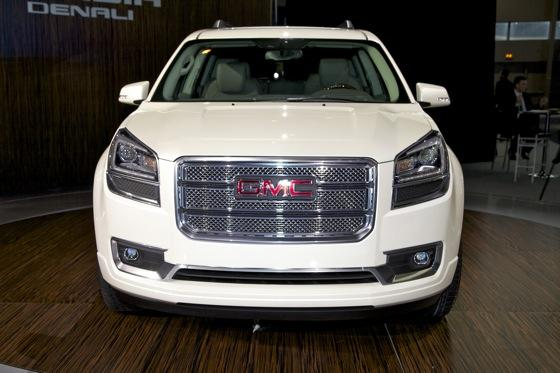 2013 GMC Acadia: Chicago Auto Show featured image large thumb1