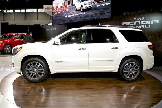 2013 GMC Acadia: Chicago Auto Show featured image large thumb2
