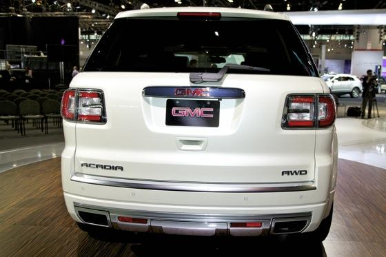 2013 GMC Acadia: Chicago Auto Show featured image large thumb3