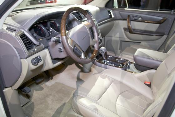 2013 GMC Acadia: Chicago Auto Show featured image large thumb8