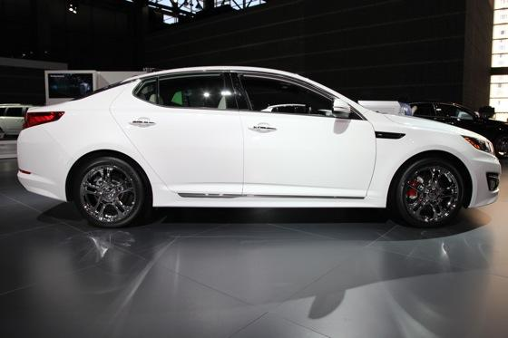 Kia Optima SX Limited: Chicago Auto Show featured image large thumb2