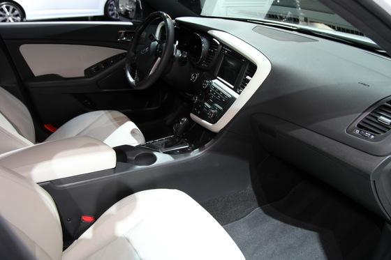 Kia Optima SX Limited: Chicago Auto Show featured image large thumb8