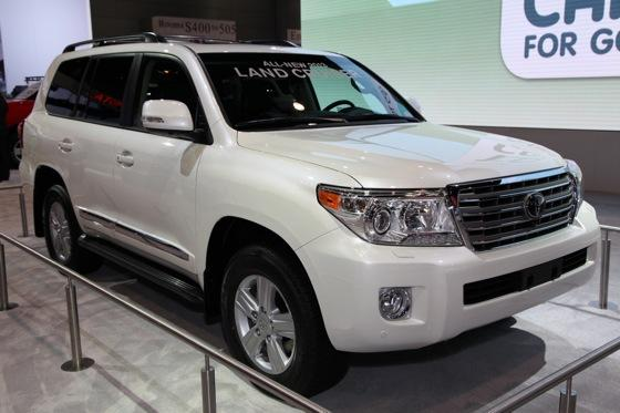 2013 Toyota Land Cruiser: Chicago Auto Show featured image large thumb2