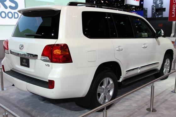 2013 Toyota Land Cruiser: Chicago Auto Show featured image large thumb4