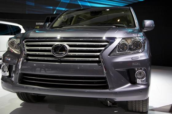 2012 Lexus LX 570: Detroit Auto Show featured image large thumb2