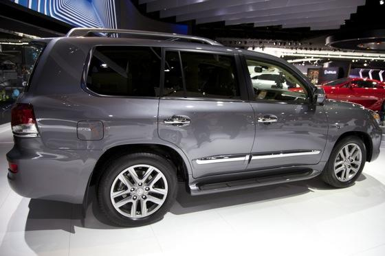 2012 Lexus LX 570: Detroit Auto Show featured image large thumb5