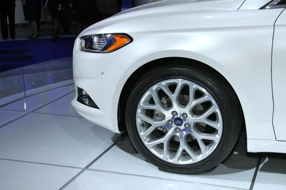 2013 Ford Fusion: Detroit Auto Show featured image large thumb9