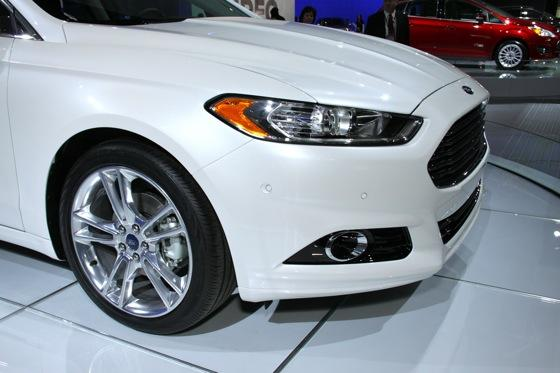 2013 Ford Fusion: Detroit Auto Show featured image large thumb6