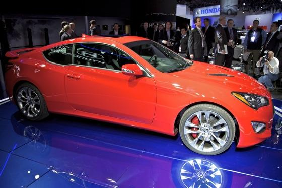 2013 Hyundai Genesis Coupe: Detroit Auto Show featured image large thumb3