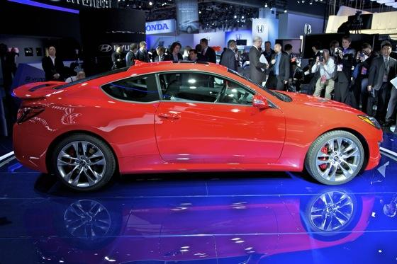 2013 Hyundai Genesis Coupe: Detroit Auto Show featured image large thumb4