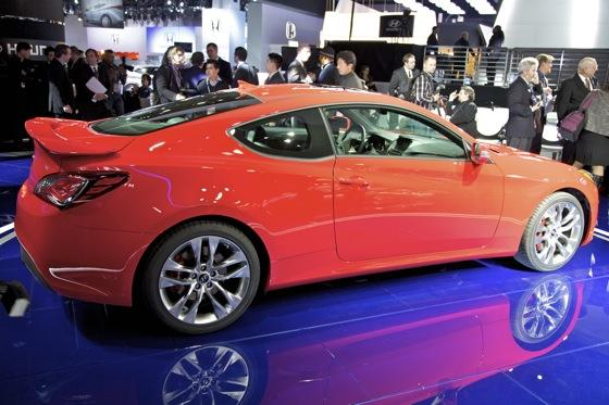 2013 Hyundai Genesis Coupe: Detroit Auto Show featured image large thumb5