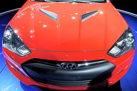 2013 Hyundai Genesis Coupe: Detroit Auto Show featured image large thumb8