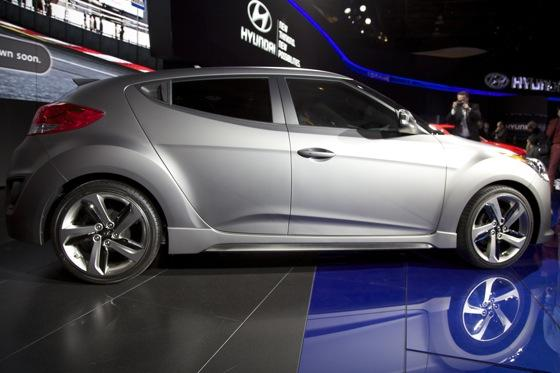 2013 Hyundai Veloster Turbo: Detroit Auto Show featured image large thumb3